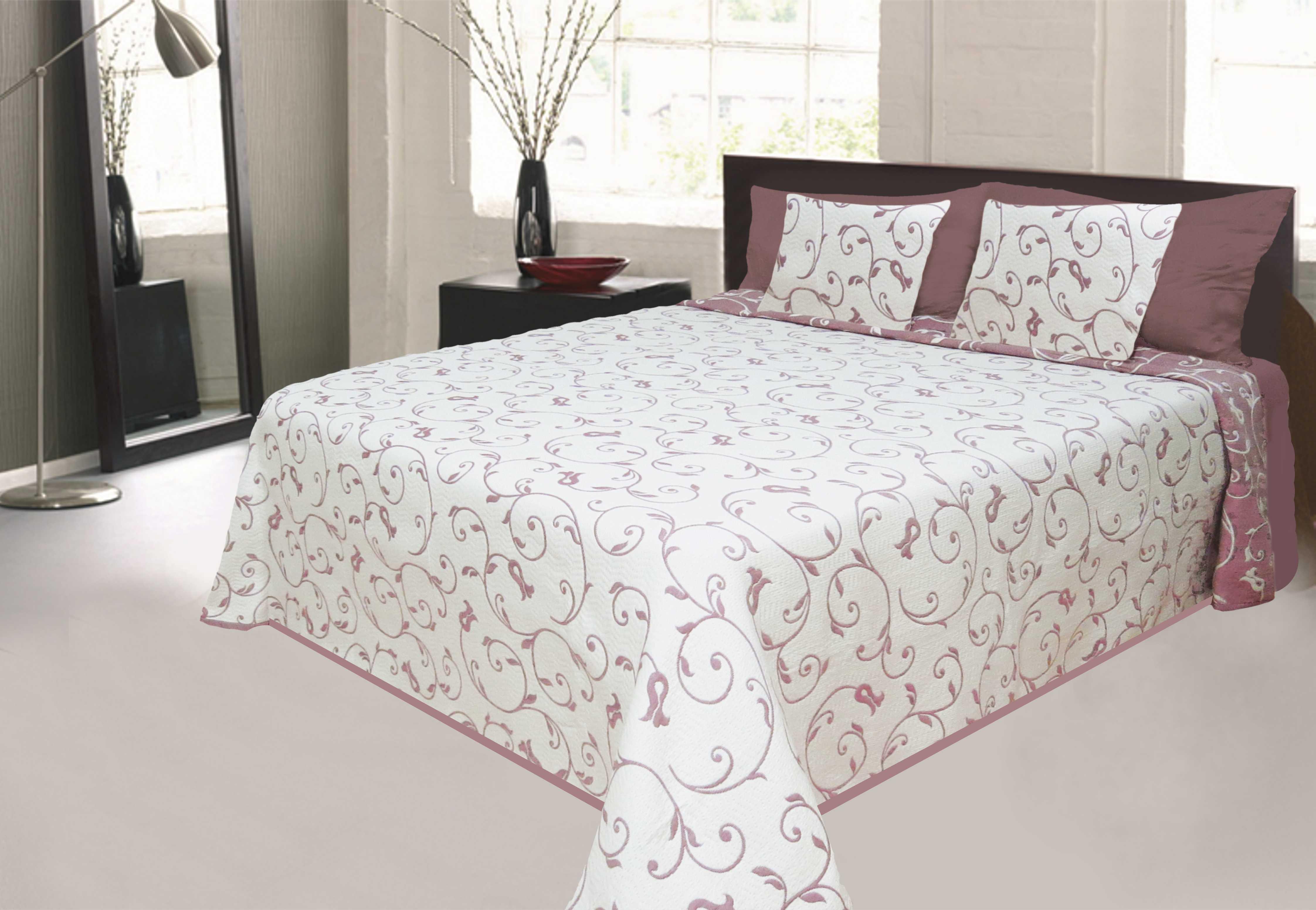 Přehoz přes postel je skvělý pomocník pro úklid i dekoraci