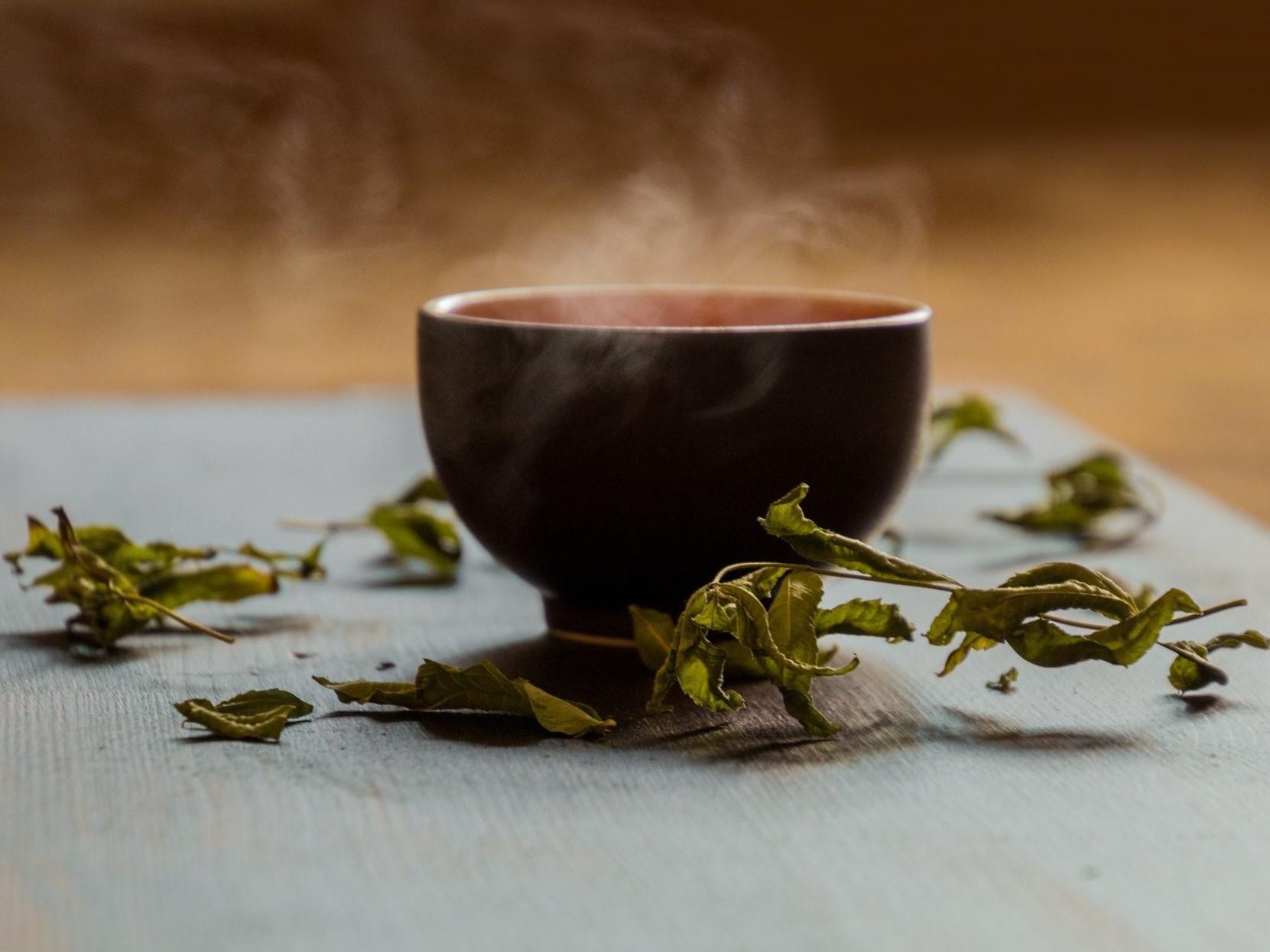 Proč pít v létě teplý čaj?