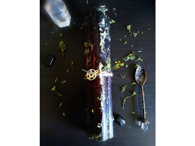 Plnofarebná bylinková rituálna sviečka čierná s rutou