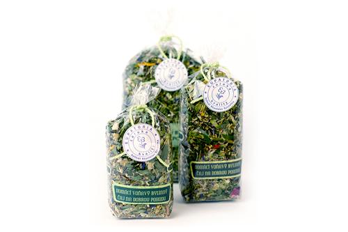 Domácí voňavý bylinný čaj na dobrou pohodu