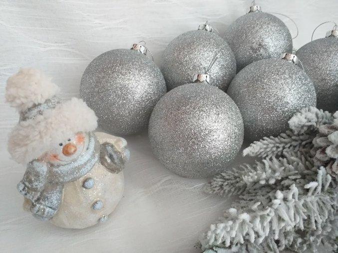 Vánoční baňka stříbrná