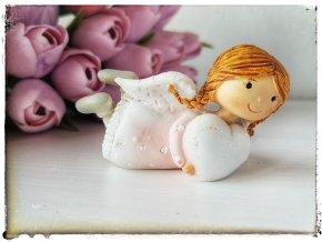 Andělka se srdíčkem vpravo, ležící