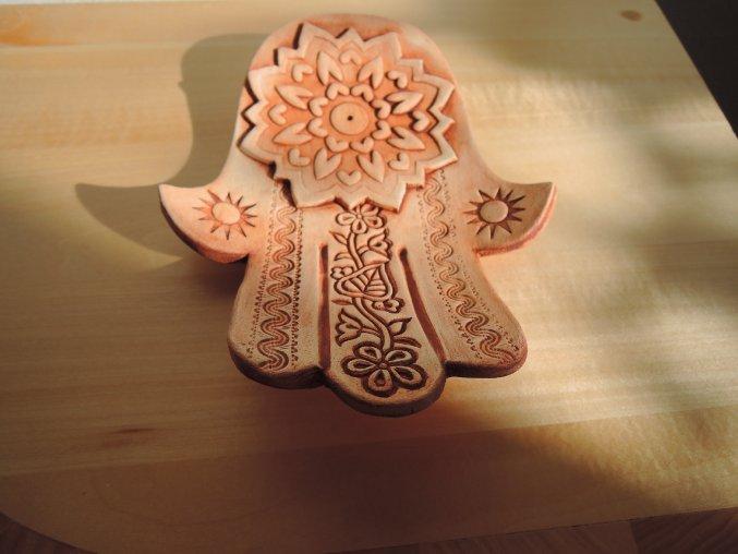 keramický stojánek ruka 3