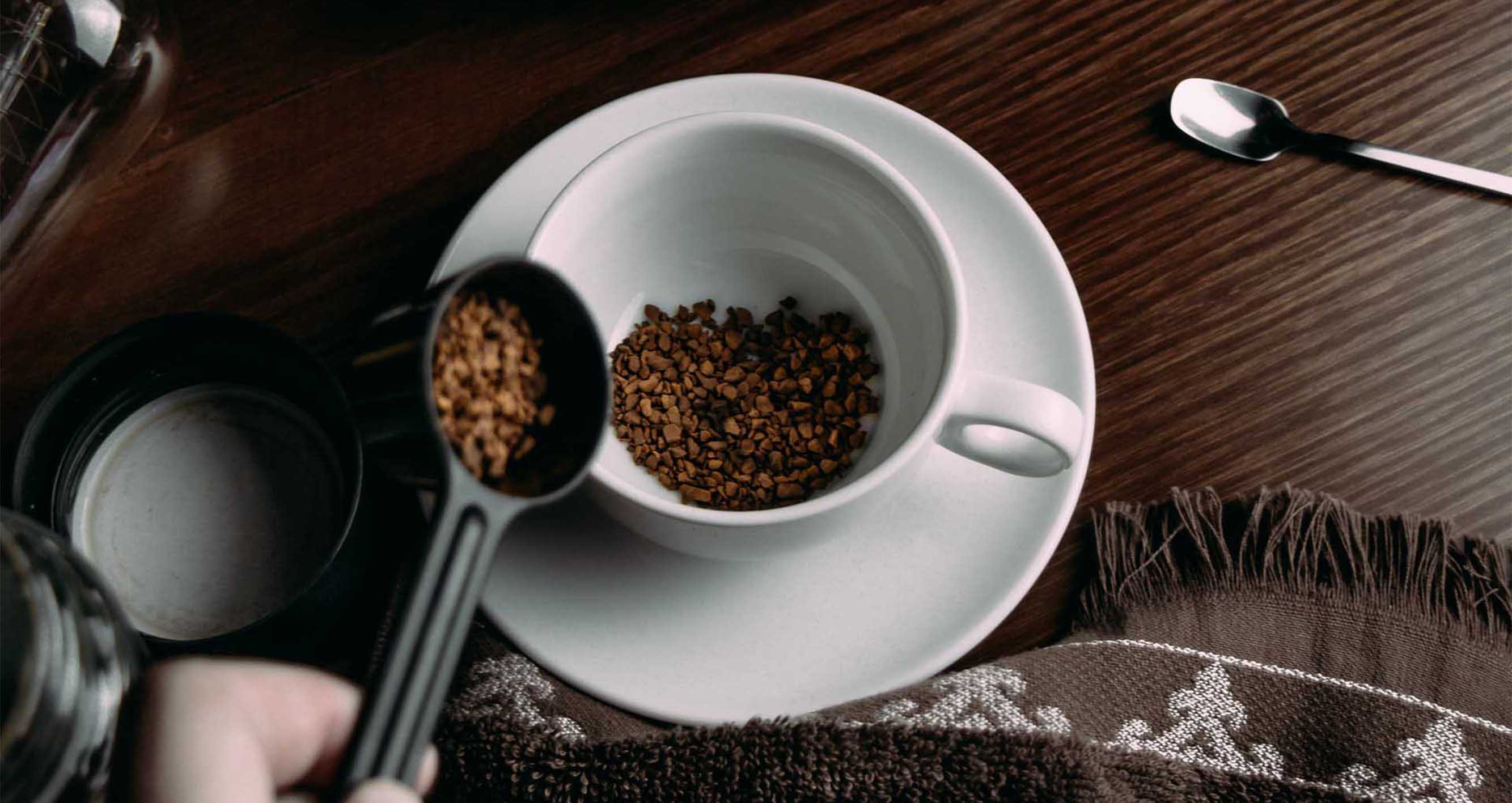 Jak se vyrábí instantní káva.  Je vůbec zdravá?