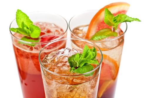 Vzdorujte letnímu vedru s lahodnými ledovými čaji