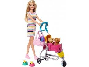 Barbie na vycházce s pejskem