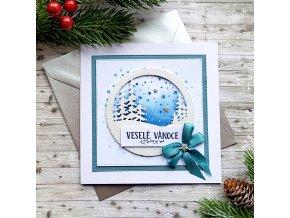 Vánoční přání, zasněžené stromy