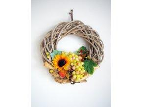 Podzimní věnec s hrozny a slunečnicí