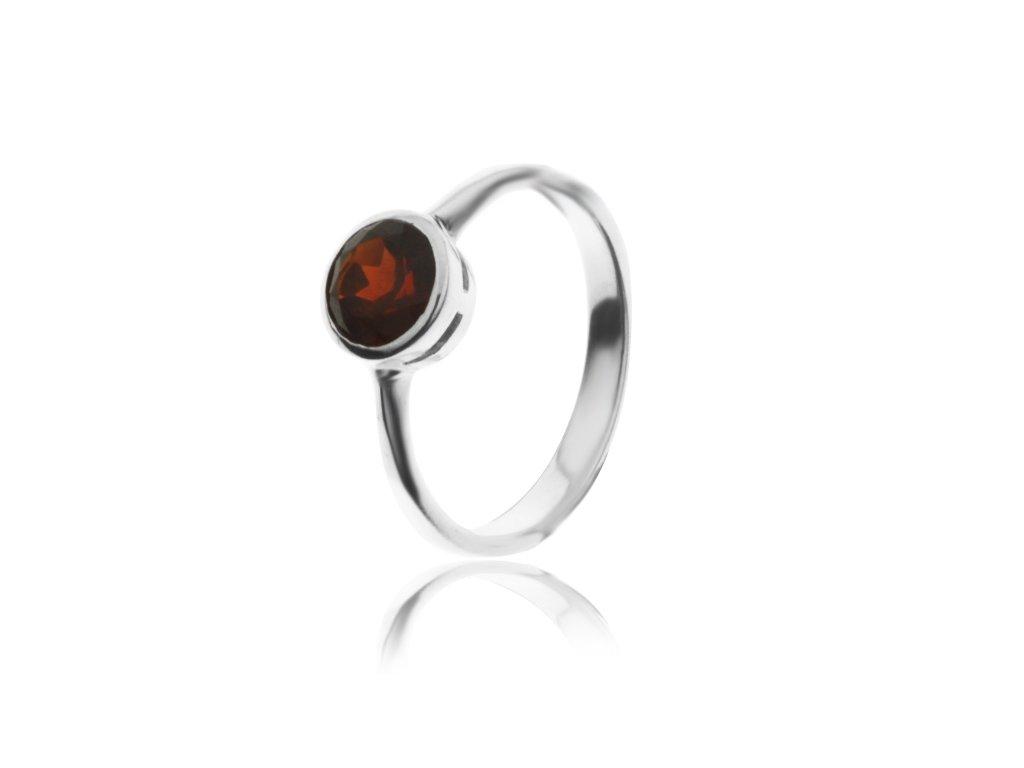 Stříbrný prsten s granátem (Velikost prstenu 58)