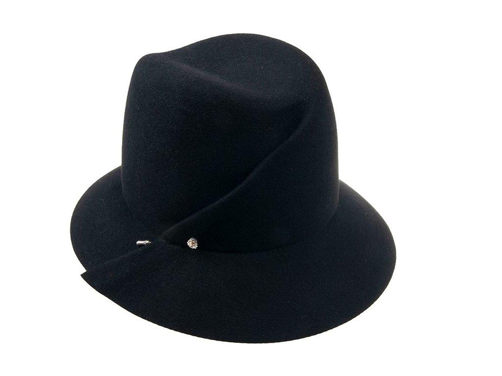 Plstěný černý klobouk s látkovým potním páskem zdobený sámkem a jehlicí s kamínkem 53135/16