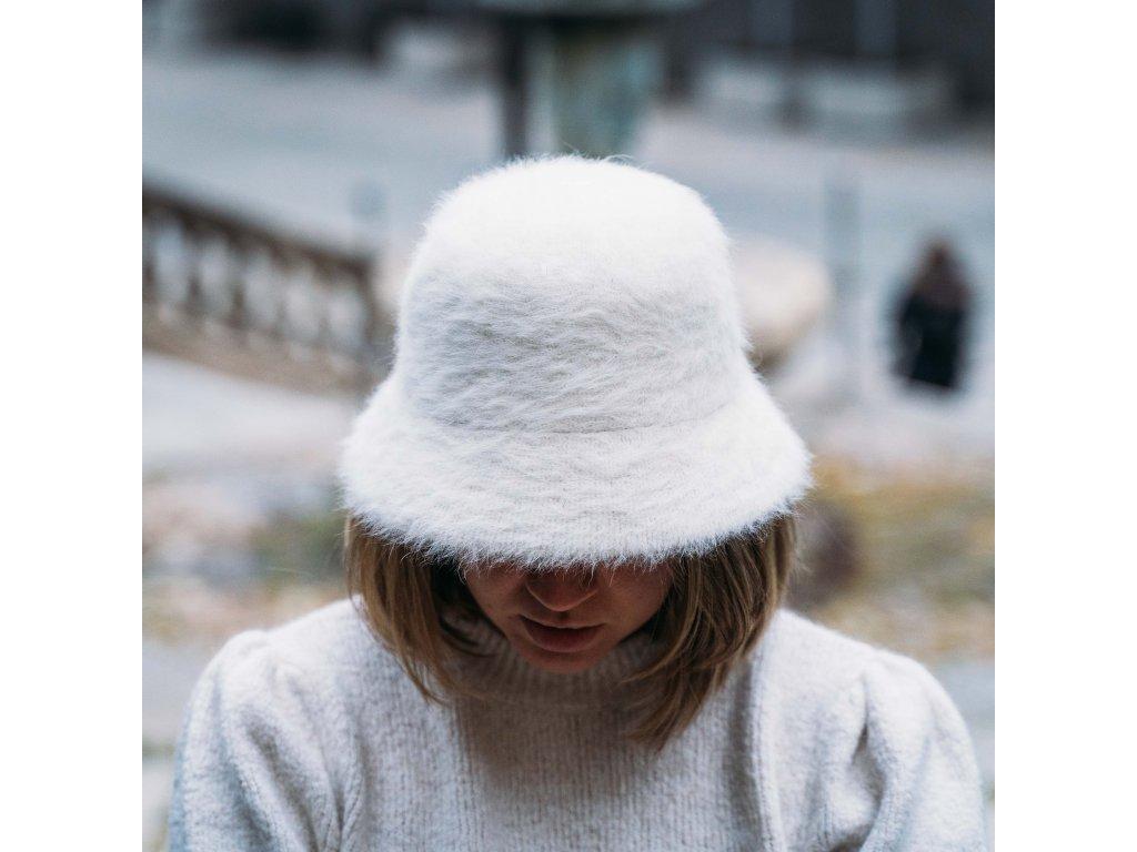 Chlupatý klobouk typu bucket - barva bílá