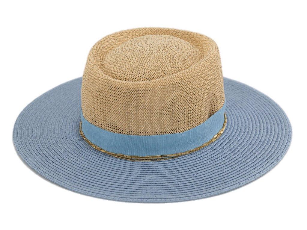 Letní slaměný klobouk s širší krempou, ozdobený řetízkem - dvoubarevný