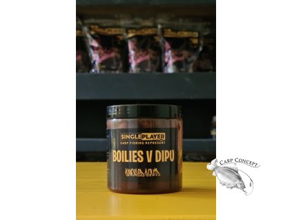 SINGLEPLAYER Boilie v dipu Smoked Squid 150g
