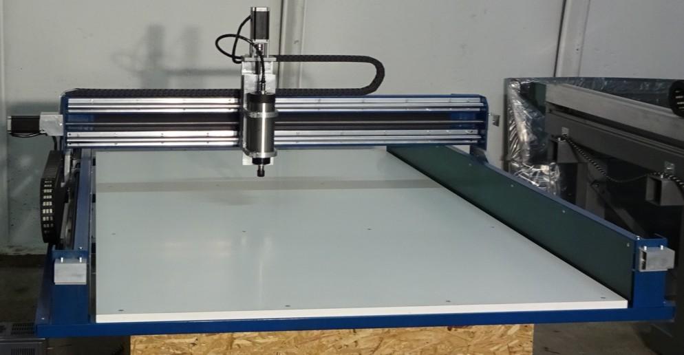 CauCau CNC frézka KOMPAS H2000HF-1500W-ASYN-(1000x1700x80)