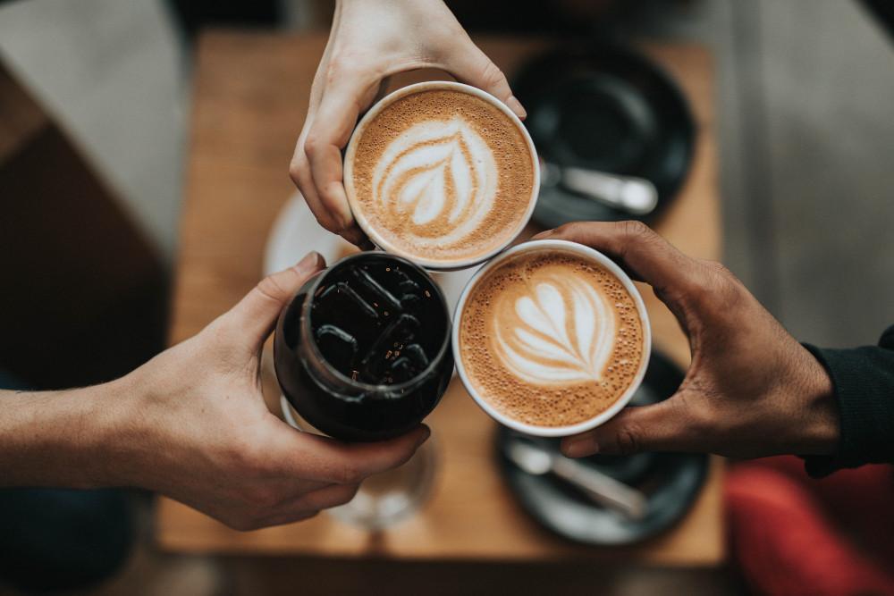 Je dobrý nápad kombinovat CBD a kofein?