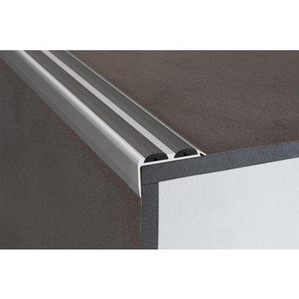 Schodová hrana 36 x 20 mm s protiskluznými gumami