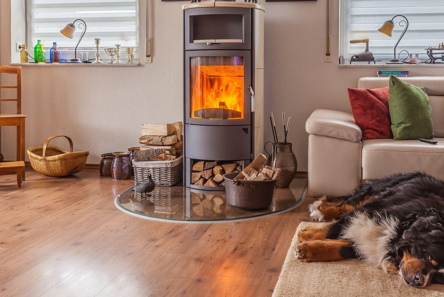 Jak správně topit v krbových kamnech na dřevo
