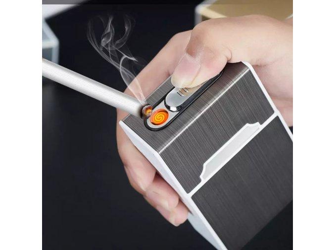Pouzdro na cigarety se zapalovačem