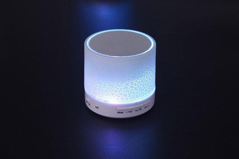 Mini Bluetooth reproduktor s LED osvětlením pro telefon,USB a SD karty - Poštovné zdarma Barva: Bílá