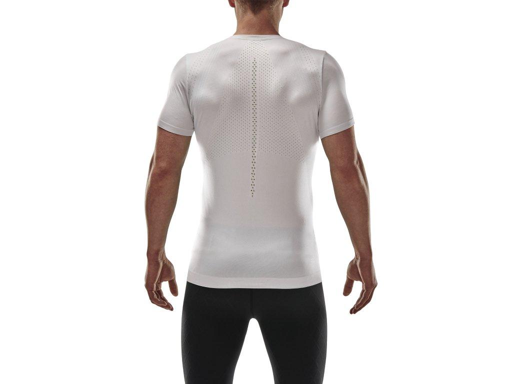 Run Ultralight Shirt SS lava m front model 1536x1536px