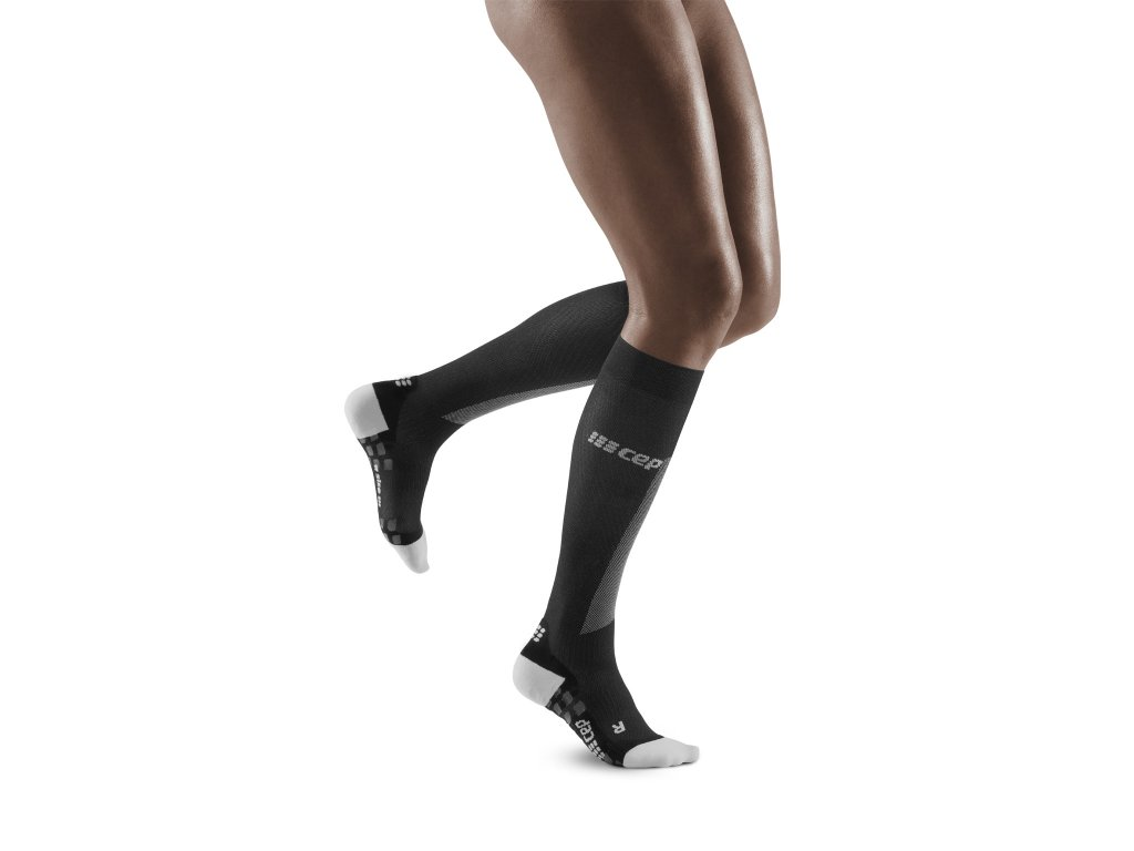 Run Ultralight Pro Socks black lightgrey w front model 1536x1536px