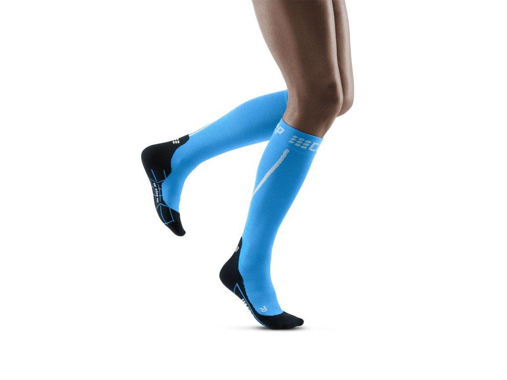 Winter Run Socks electricblue black w front model 1536x1536px