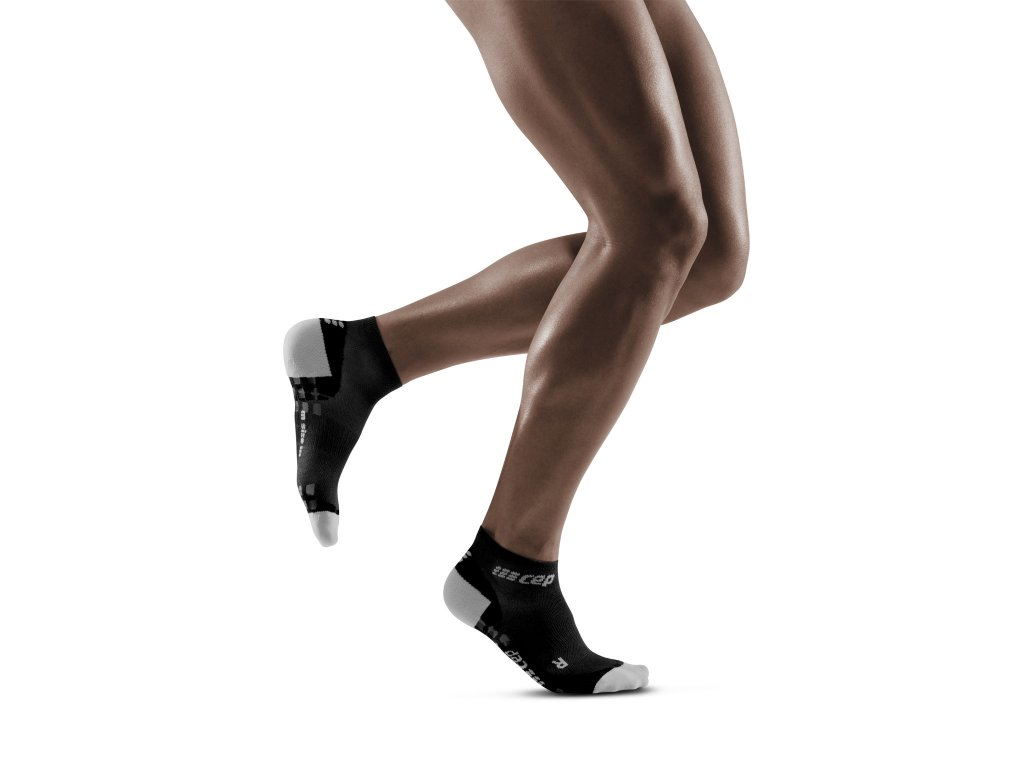 Ultralight Pro Low Cut Socks black lightgrey m front model 1536x1536px