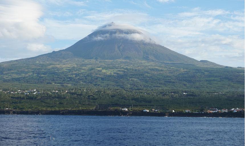 Pico, ostrov s dvoutisícovkou uprostřed
