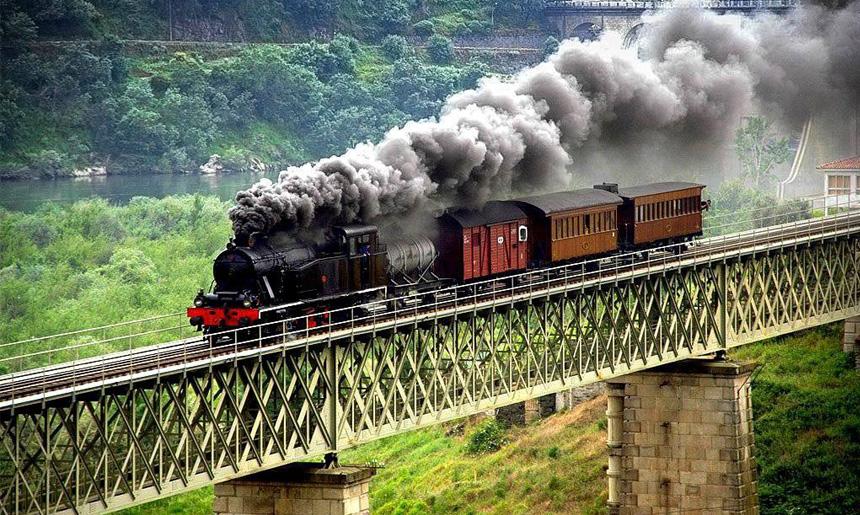 Vlaková trať Linha do Douro