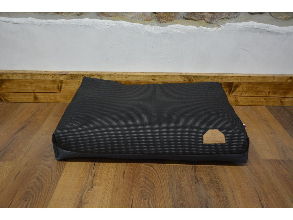 Cerino Pelech Ancona  70cm x 55cm x min. 15cm  černá s tečkou