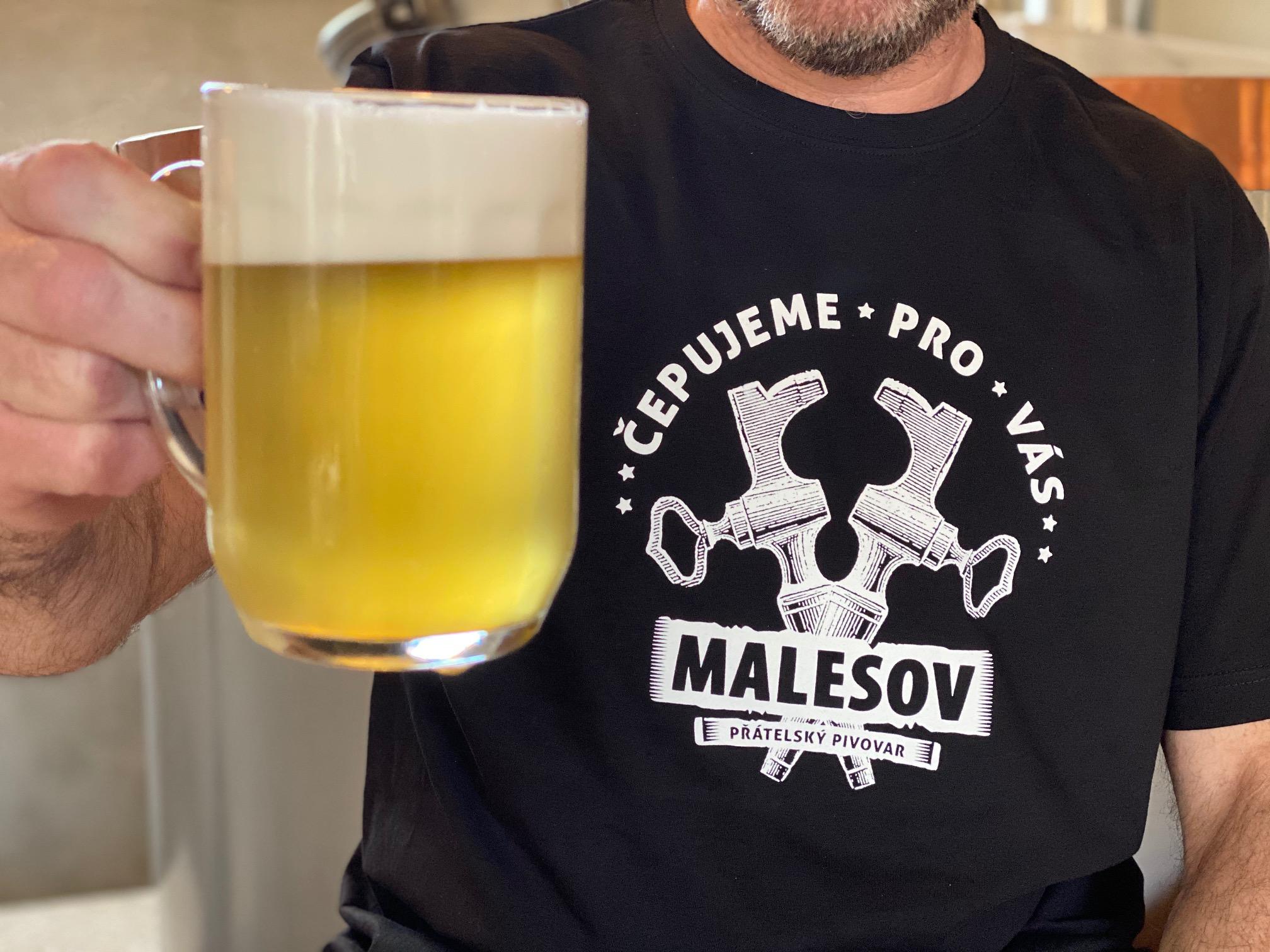 Pomáháme oblékat Přátelský pivovar Malešov