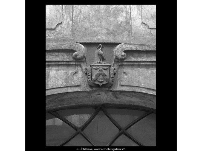 Znak na domě U Ambrožů (5210), Praha 1967 březen, černobílý obraz, stará fotografie, prodej