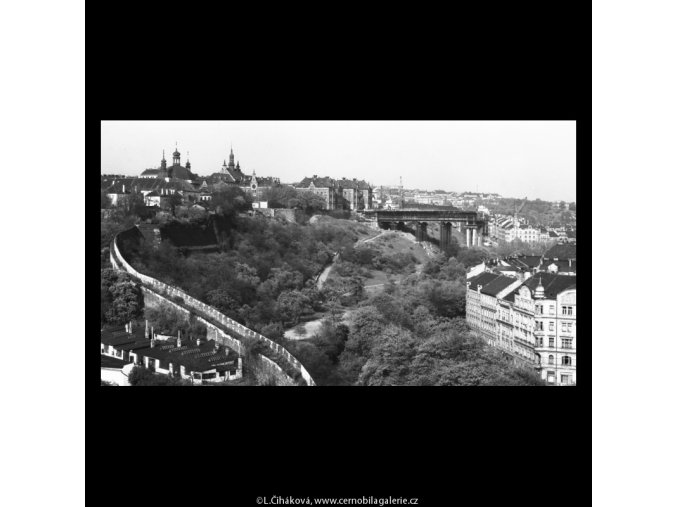 Stavba nuselského mostu (5290-5), žánry - Praha 1967 květen, černobílý obraz, stará fotografie, prodej