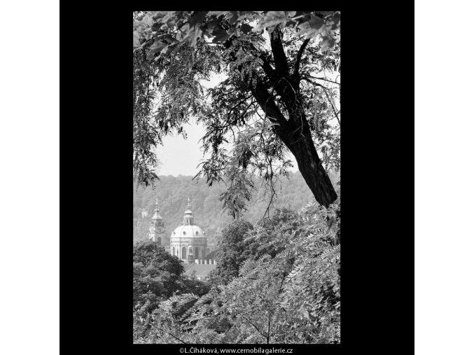 Kopule chrámu sv.Mikuláše (5386-1), Praha 1967 červen, černobílý obraz, stará fotografie, prodej
