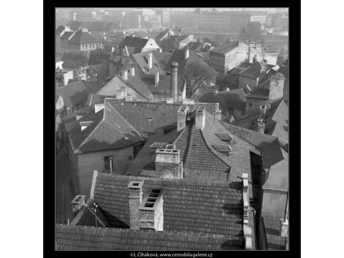 Pohled na střechy (41-31), Praha 1958 , černobílý obraz, stará fotografie, prodej