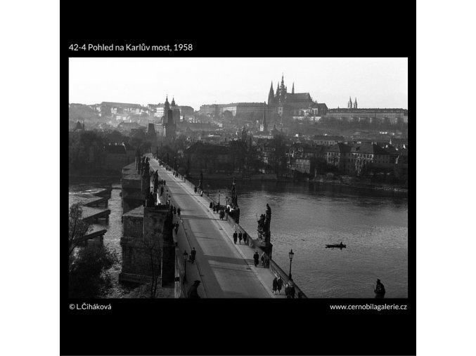 Pohled na Karlův most (42-4), Praha 1958 , černobílý obraz, stará fotografie, prodej