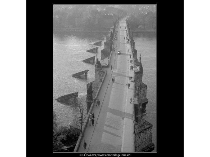 Karlův most z výšky (42-7), Praha 1958 , černobílý obraz, stará fotografie, prodej