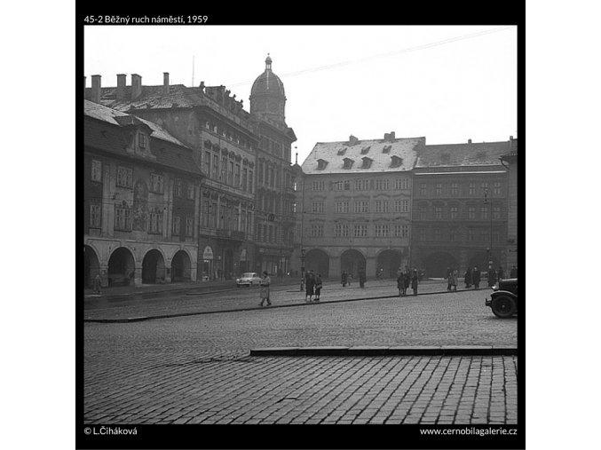 Běžný ruch náměstí (45-2), Praha 1959 , černobílý obraz, stará fotografie, prodej