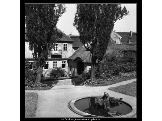 Vrtbovská zahrada (164-2), Praha 1959 červen, černobílý obraz, stará fotografie, prodej