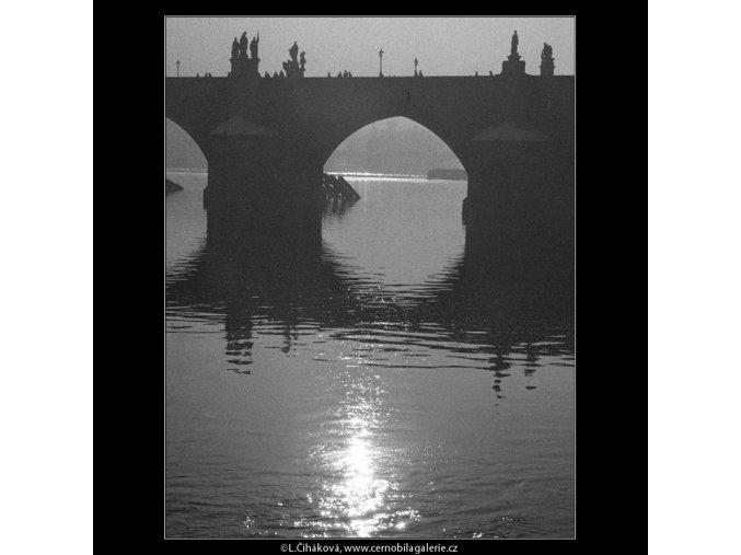 Karlův most (176), Praha 1959 , černobílý obraz, stará fotografie, prodej