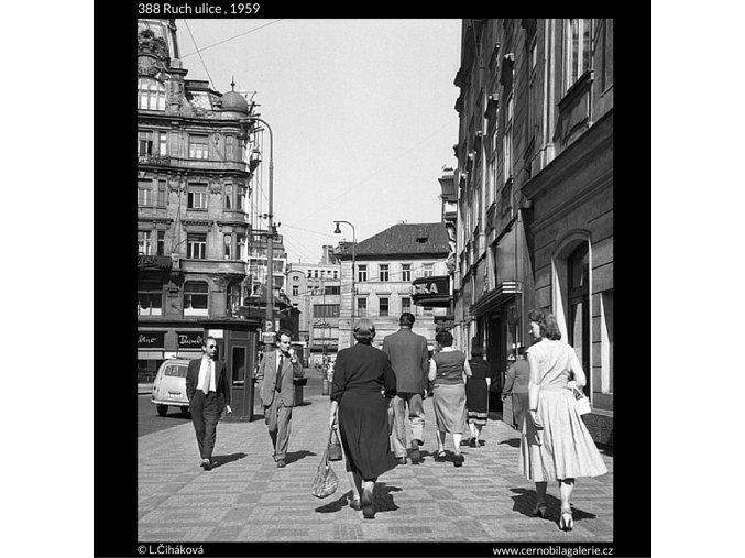 Ruch ulice (388), Praha 1959 , černobílý obraz, stará fotografie, prodej
