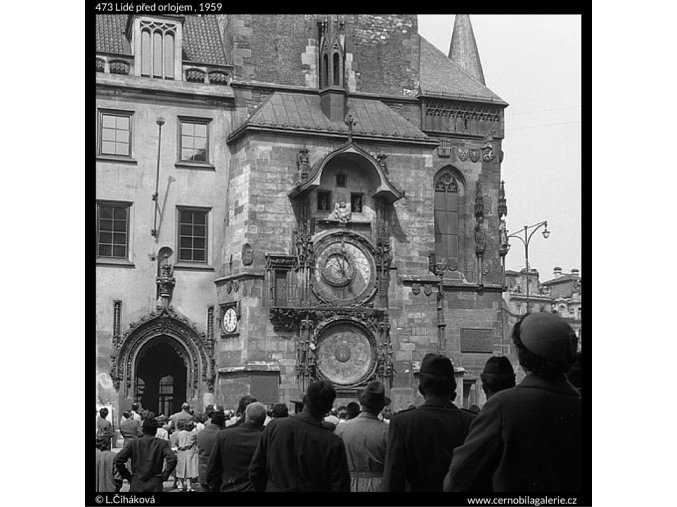 Lidé před orlojem (473), Praha 1959 , černobílý obraz, stará fotografie, prodej