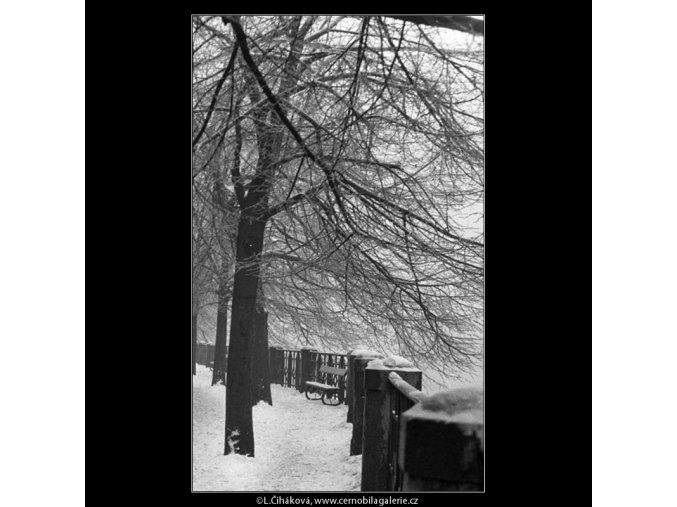 Smetanovo nábřeží pod sněhem (482), Praha 1959 , černobílý obraz, stará fotografie, prodej