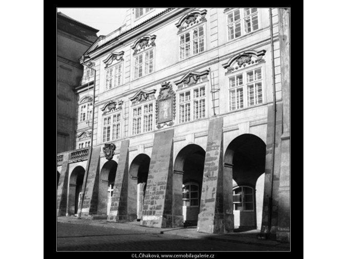 Podloubí (560-2), Praha 1959 , černobílý obraz, stará fotografie, prodej