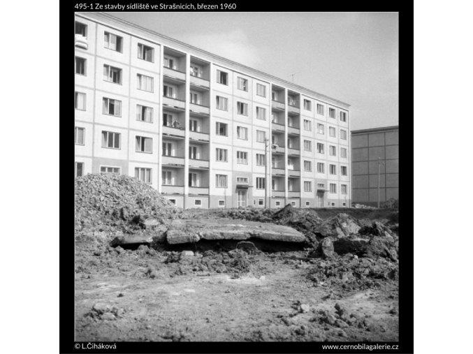 Ze stavby sídliště ve Strašnicích (495-1), Praha 1960 březen, černobílý obraz, stará fotografie, prodej