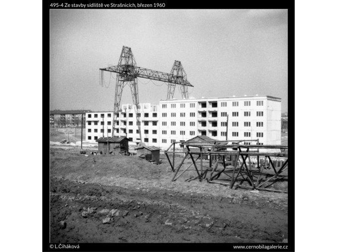 Ze stavby sídliště ve Strašnicích (495-4), Praha 1960 březen, černobílý obraz, stará fotografie, prodej