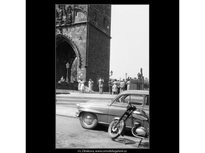 U Karlova mostu (626), Praha 1960 květen, černobílý obraz, stará fotografie, prodej
