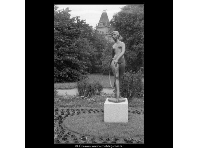 Radostné mládí (635-2), Praha 1960 červen, černobílý obraz, stará fotografie, prodej