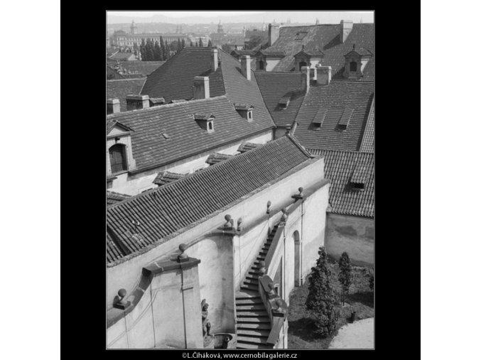 Malostranské střechy (654), Praha 1960 červen, černobílý obraz, stará fotografie, prodej