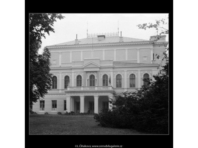 Budova na Slovanském ostrově (751), Praha 1960 červen, černobílý obraz, stará fotografie, prodej